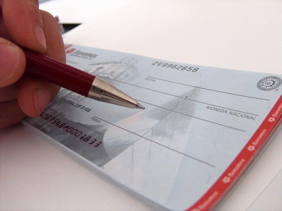 Ação sobre cobrança por cheque especial não utilizado é enviada a relator